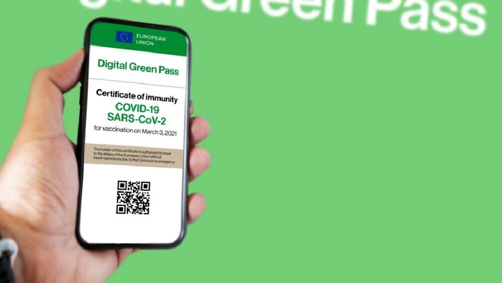 """""""Uso incostituzionale del Green Pass"""": il Codacons offre un webinar a lavoratori e docenti"""