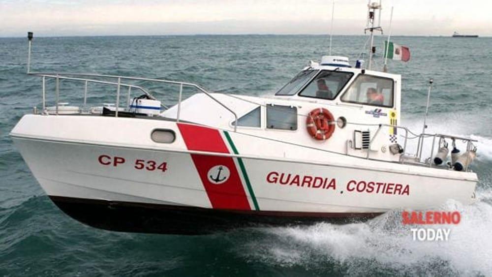 Naufrago salvato al largo Amalfi: ha dichiarato di essere caduto dalla nave Tunisi
