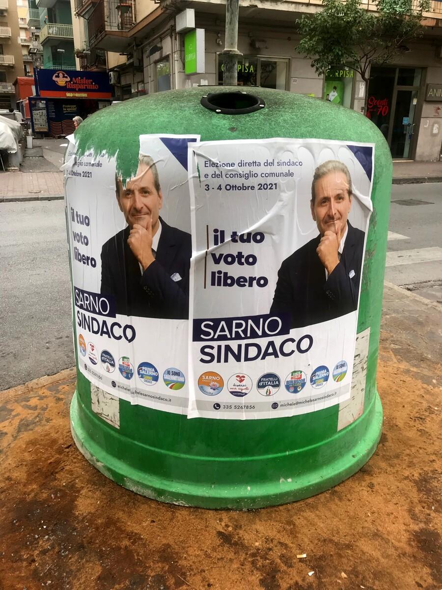 Manifesti abusivi, Giovani Democratici contro l'avvocato Sarno