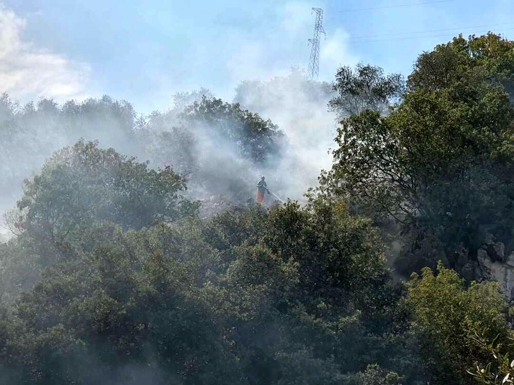 Incendio sulle colline tra Pastena e Sant'Eustachio: arrivano i canadair