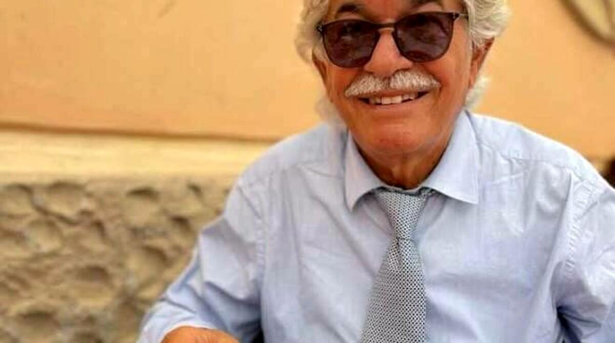 Curiosità in Costiera, l'ex senatore Antonio Razzi mangia la pizza ad Amalfi