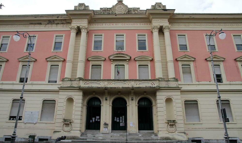 Inizio dell'anno scolastico: il sindaco di Salerno fa visita all'Istituto Barra