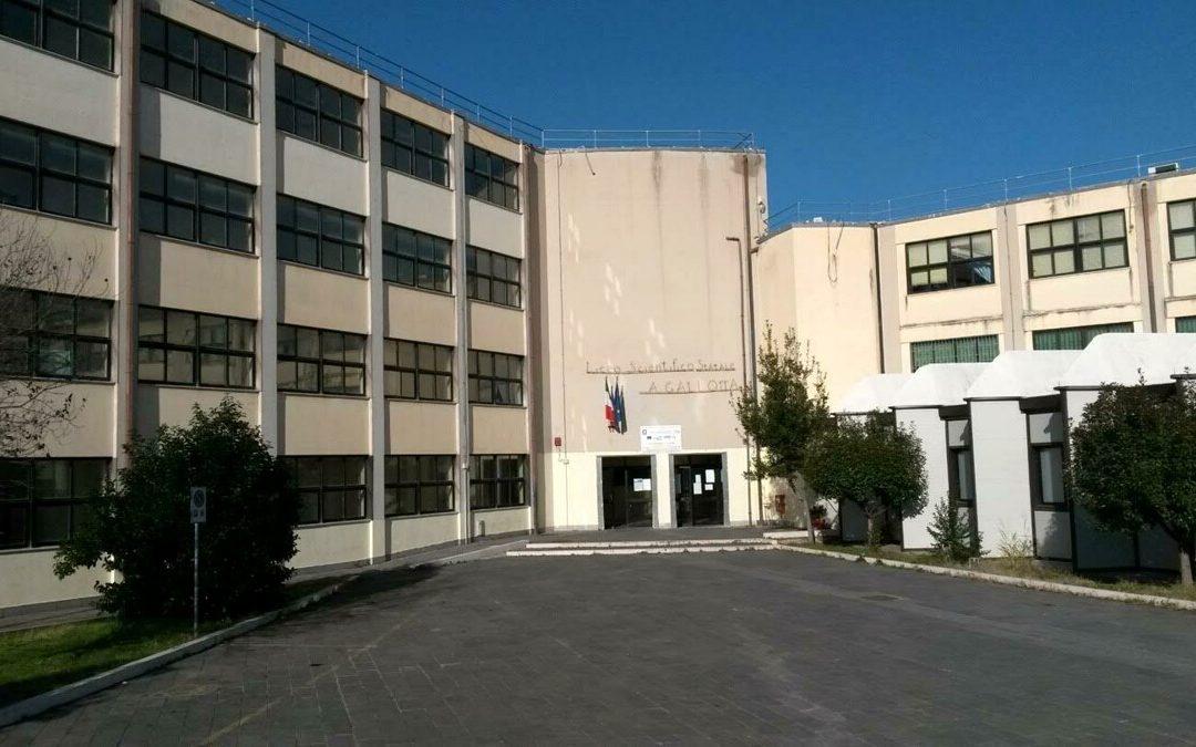 """Covid, al via l'Open Day vaccinale al liceo scientifico """"Gallotta"""" di Eboli"""