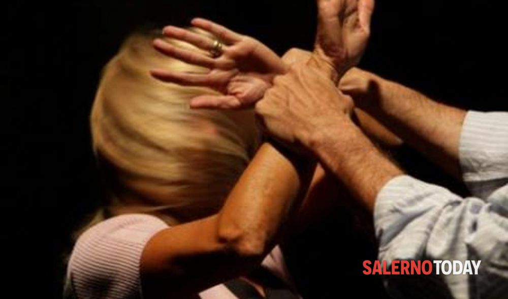 Pagani, picchiava la moglie e il figlio piccolo: finisce sotto processo
