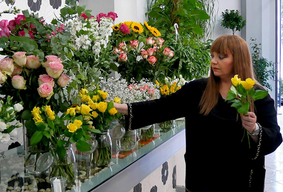 Lutto a Salerno, a 42 anni muore la fiorista Maria Marchese