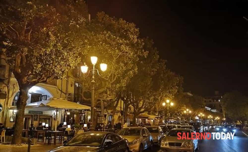 Movida a Salerno, scattano i controlli: in 4 multati per mancato uso della mascherina