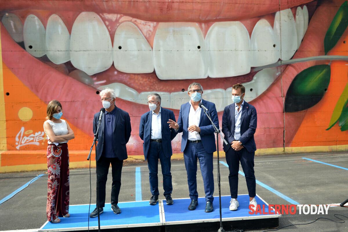 """Opere artistiche nell'area parcheggio, il sindaco cita una canzone: """"La storia si scrive sui muri delle metropolitane"""""""