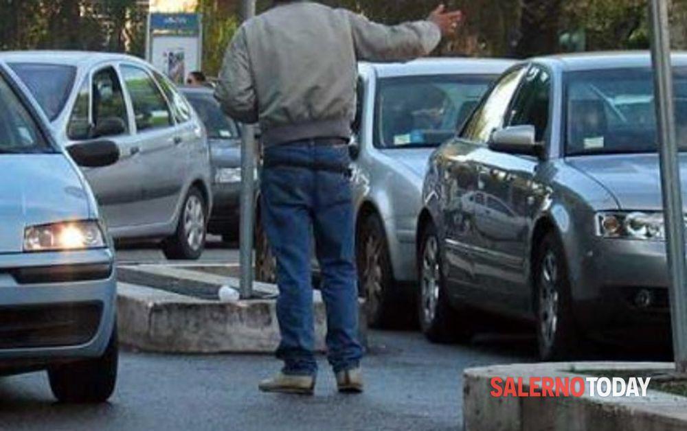 Parcheggiatori abusivi a Salerno e in Costiera: 1 arresto e 26 denunce