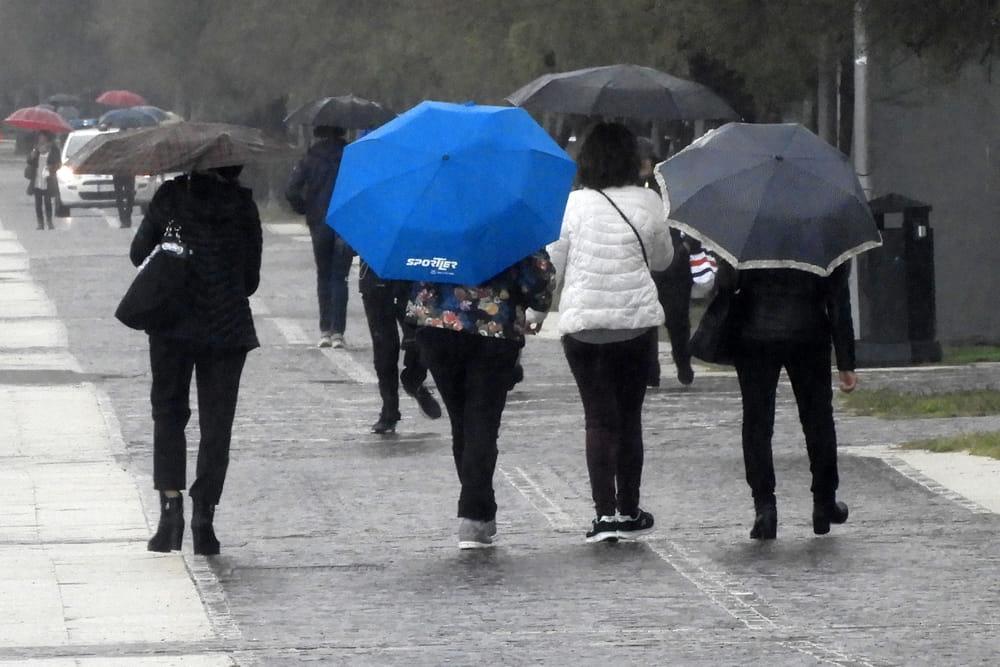 Temporali e venti forti in Campania: scatta l'allerta meteo, le previsioni