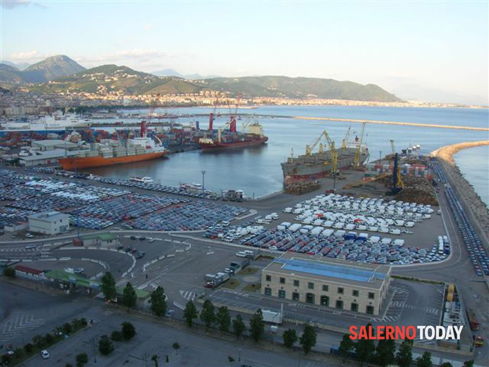 Rifiuti speciali destinati al Senegal, blitz al porto: sequestrate 16 tonnellate