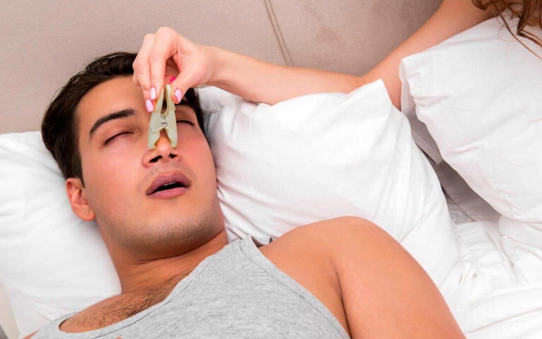 Come smettere di russare e dormire sonni tranquilli: i rimedi naturali