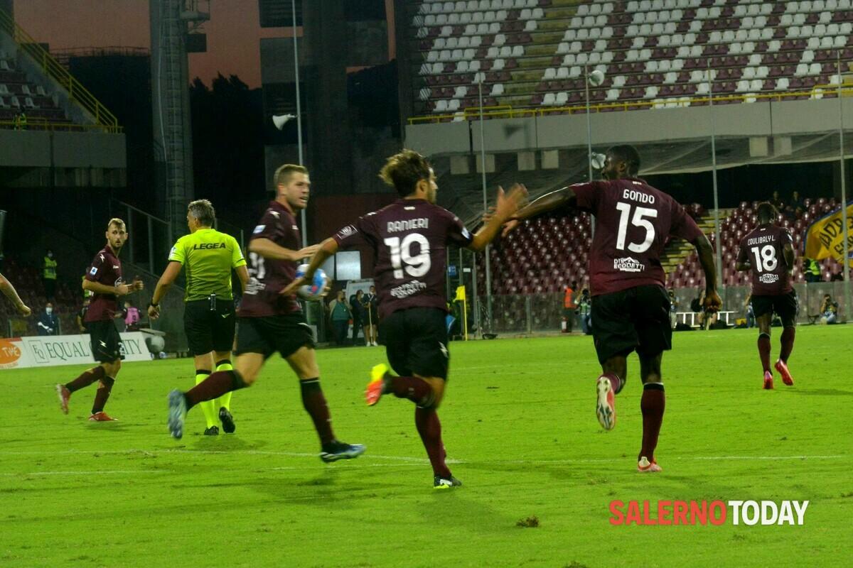 Cori discriminatori nei confronti dei tifosi della Salernitana: multato il Verona Hellas