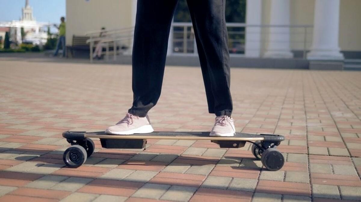 Giovani in skate multati dai vigili a Salerno: è polemica