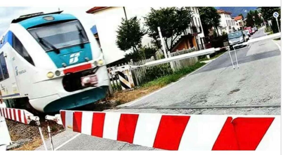 """Passaggi a livello malfunzionanti e ritardi dei treni, il sindaco di Baronissi: """"Con la riapertura delle scuole sarà un disastro"""""""