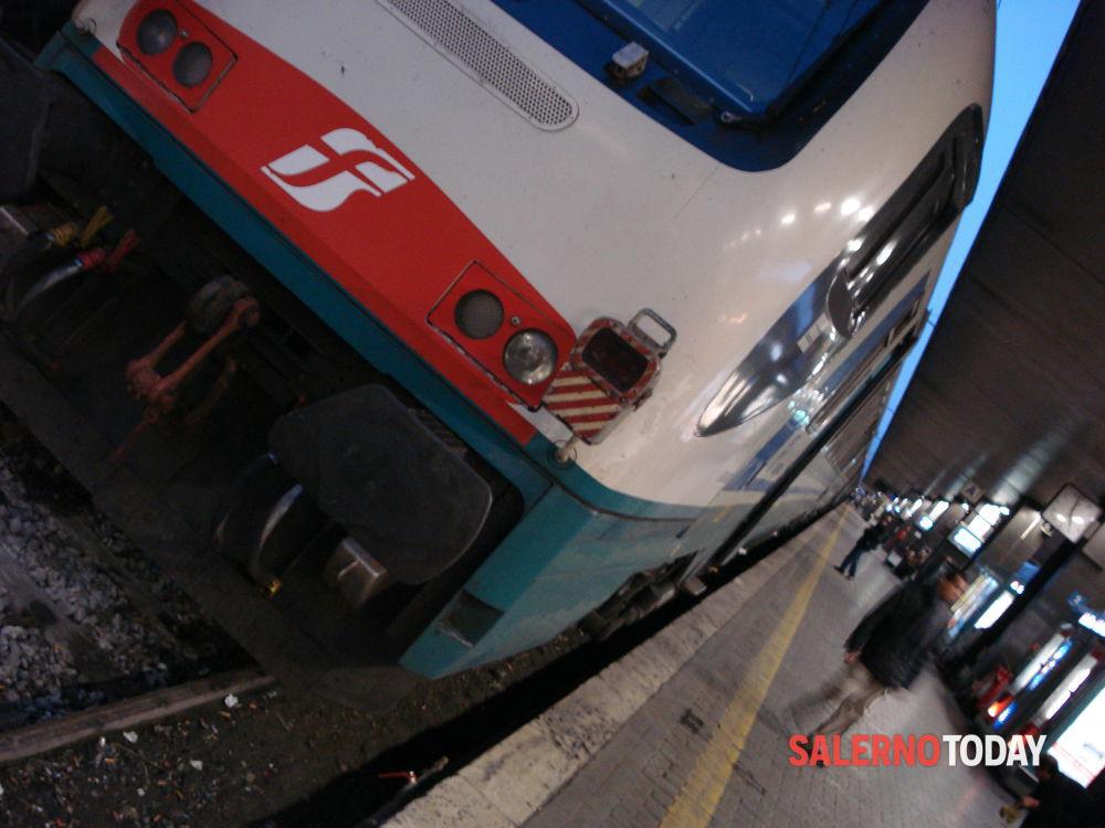 Treni affollati, ritardi e altri disagi: la denuncia del Codacons e dei pendolari