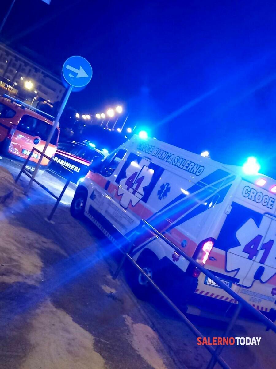 Incidente a Salerno, pedone investito da una Smart: è grave