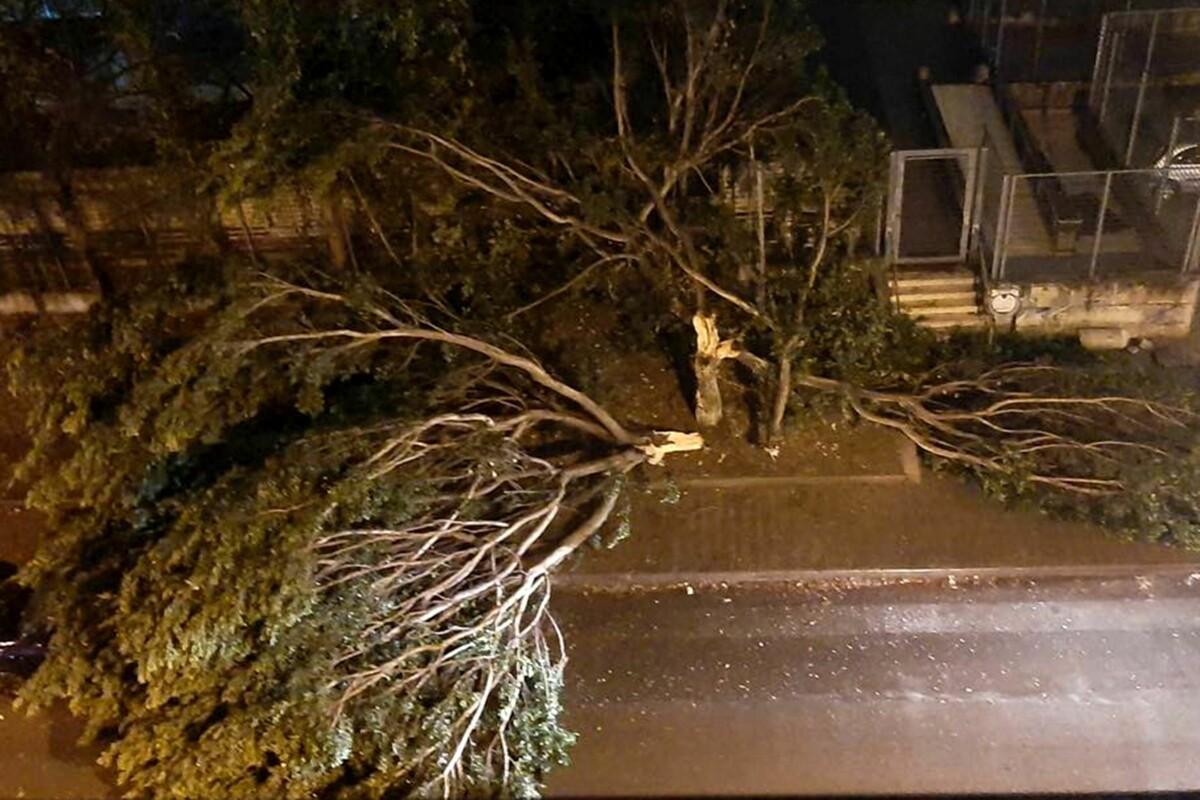 Acquazzone a Salerno e provincia: disagi e danni nella notte, il Pronto Soccorso del Ruggi allagato