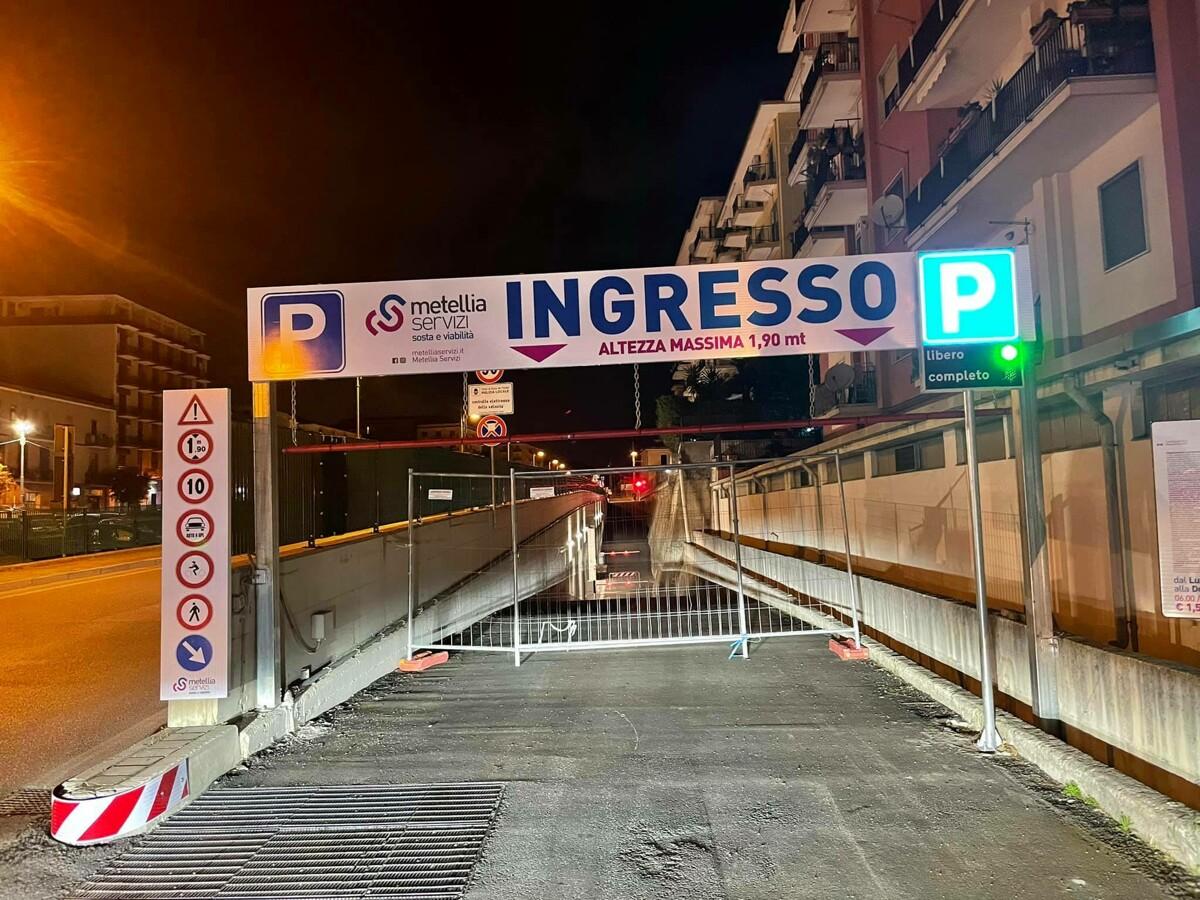 """Cava de' Tirreni, Italo Cirielli (FdI): """"Parcheggio inaugurato già chiuso ieri sera"""""""
