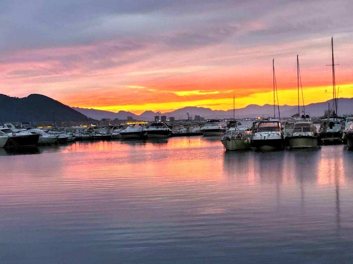 Alba incandescente a Salerno: gli scatti che riempono occhi e cuore