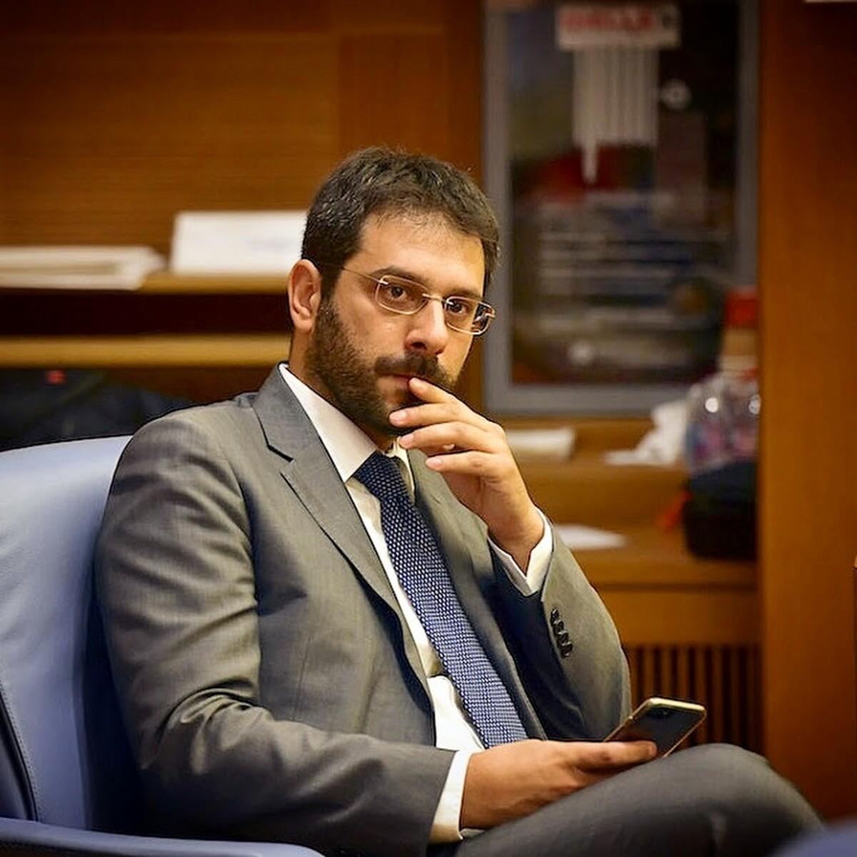 """Tofalo (M5S) all'attacco contro il Governatore De Luca: """"Cerca rassicurazioni sul futuro dei figli"""""""