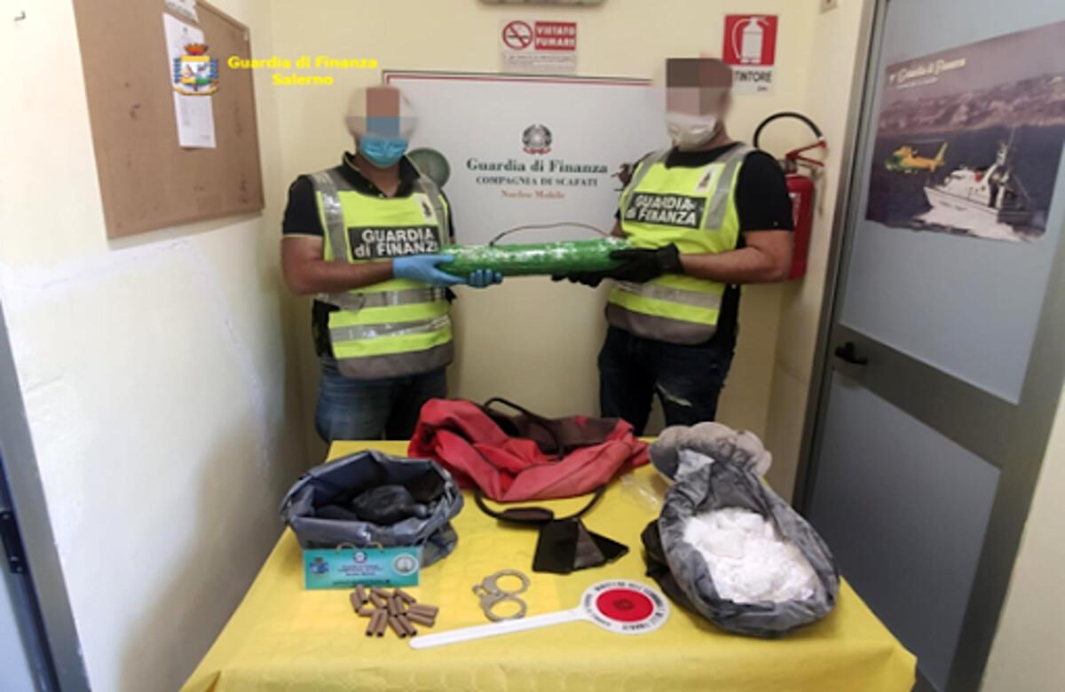 Nascondeva ordigno esplosivo nel bagagliaio: denunciato 26enne a Scafati