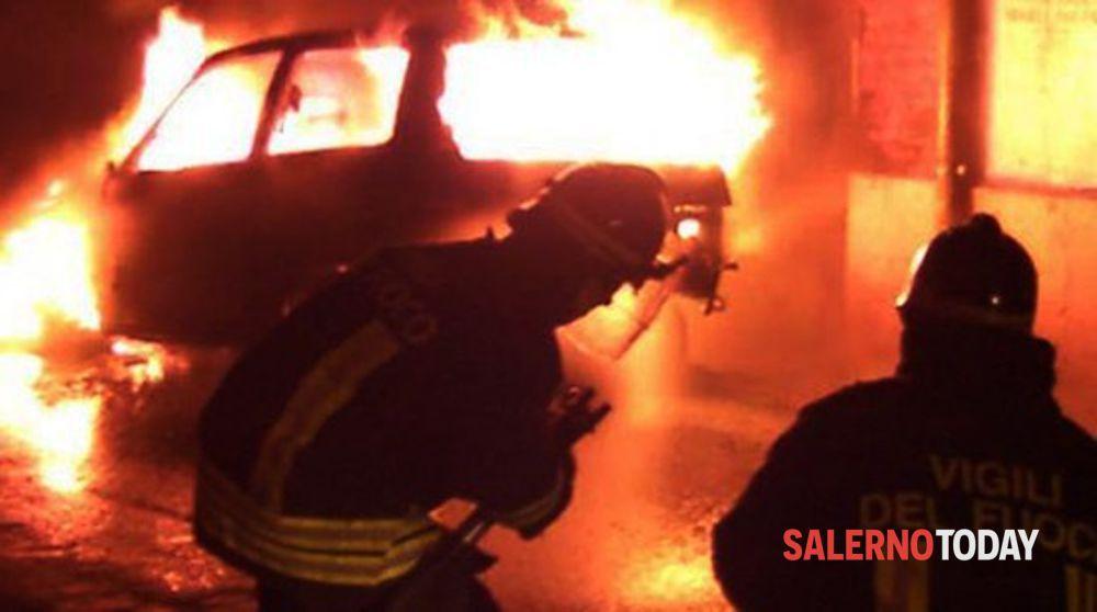 Auto avvolta dalle fiamme a Ravello: corrono i vigili del fuoco