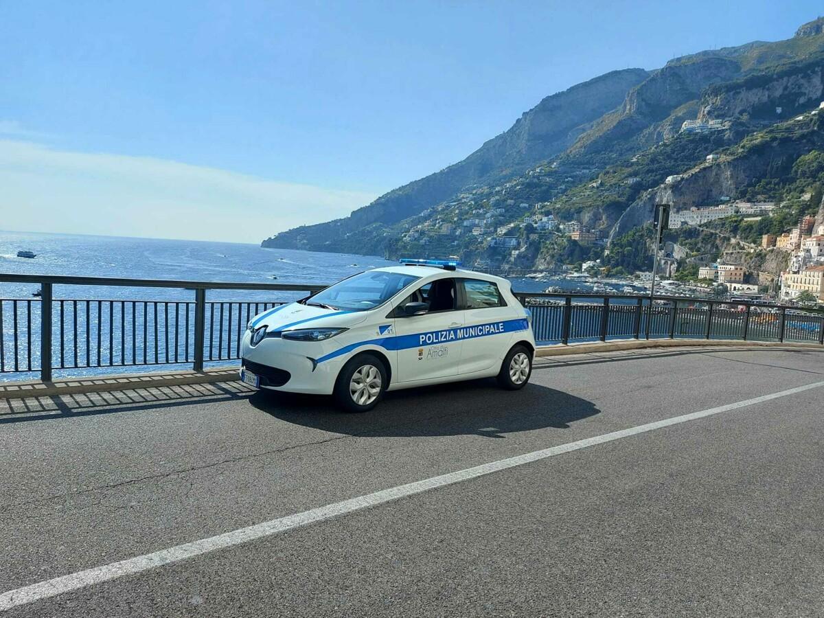 Nuova auto elettrica per la Polizia Municipale di Amalfi